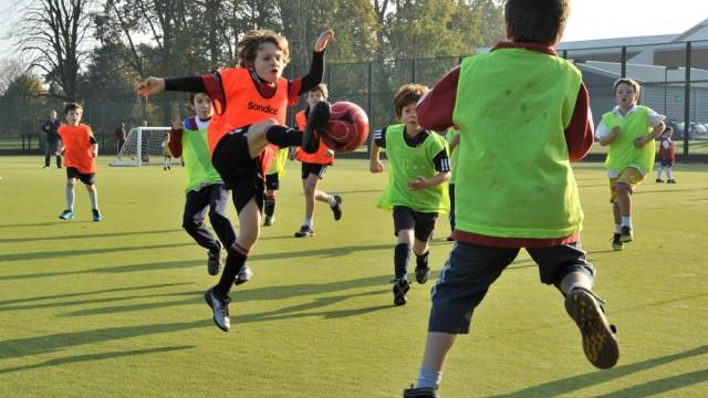 Soccer-Academy-kick